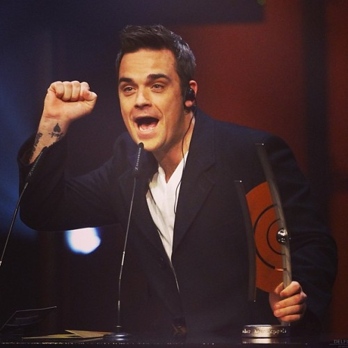 #robbiewilliams #echoawards #photo #people #like #love #singer #happy #handsome #world #germany #best #man #music #omg #entertainer