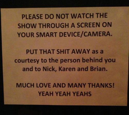 laughingsquid:  Yeah Yeah Yeahs Post Sign at Concert Asking Fans to Put Away Phones & Cameras During Show  Every concert should have this sign…