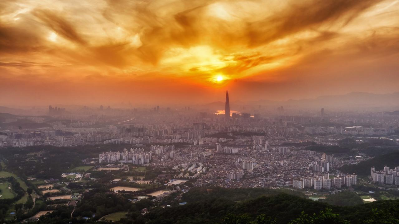 Hazy Seoul sunset, seen from Namhansanseong... | Robert Koehler Travel Photography