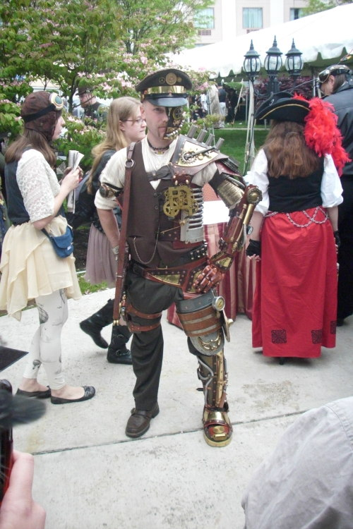 aikokzanu:  Some of the many fantastic people at the Steampunk World's Fair yesterday. Gah, it was so much fun! I wish my friends and I had been able to stay there for the whole weekend.  Freaking the Darth Vader HAD A LIGHTSABER UMBRELLA AND AND TIGGER AHHHHHH and Daenery's and just so MANY AMAZING PEOPLE AND THEIR AMAZING FASHION SENSE!