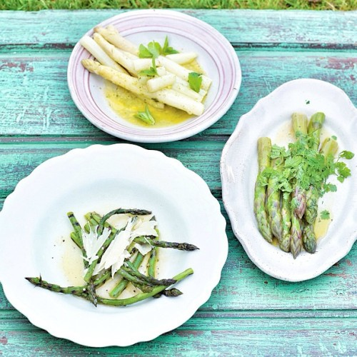 This week guys try Asparagus cooked three totally different ways heavenly !!! http://bit.ly/13APv4W. Big love #jamie  (at RECIPE OF THE DAY!!)