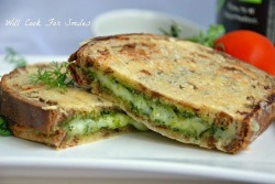 weeheartfood:  Pesto Cheese sandwich