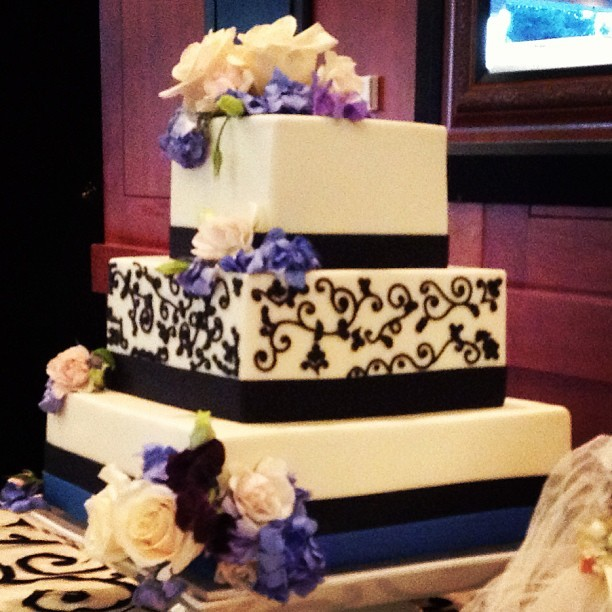 The classiest wedding #cake I've ever seen.
