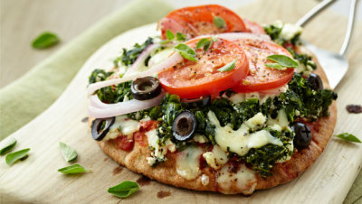 notanotherhealthyfoodblog:  The Great Greek Pizza  click photo for recipe