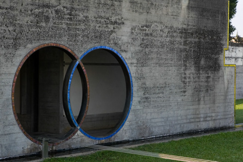 ilovecharts:  More Venn-dows….or is it a Venn-trance? Architect: Carlos Scarpa - Brion Vega Tomb  -itinerantcerebrum