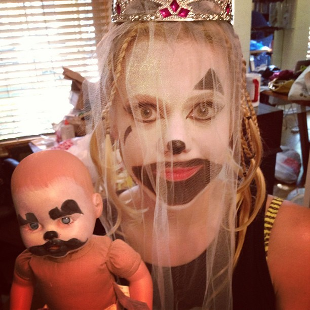 michelleglavan:  The #juggalette bride protects her baby. #dirtcomedy @themichaelbusch