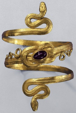 { Gold snake bracelet with garnet, from the Greek-Hellenistic period, 3rd-to-2nd century BC }