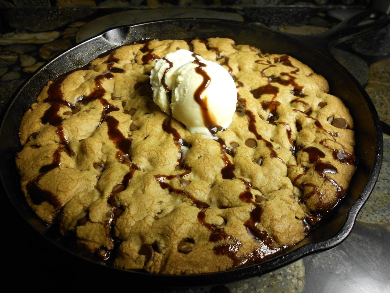Giant Cookie in Cast Iron