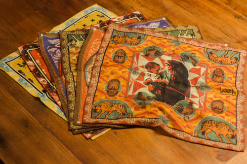 untitled-mag:  Incredible pocket squares inspired by Africa with handrolled edges, get them from Ikiré Jones. evd social networks: tumblr - facebook - twitter -pintrest - instagram:@evdath - Website