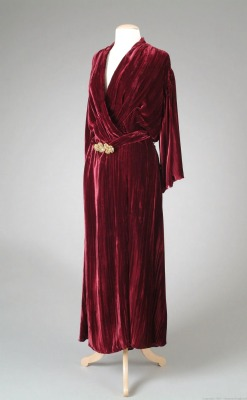 omgthatdress:  Dressing Gown 1933 The Metropolitan Museum of Art
