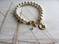 4thel0ve0ffashi0n:  Love this bracelet!