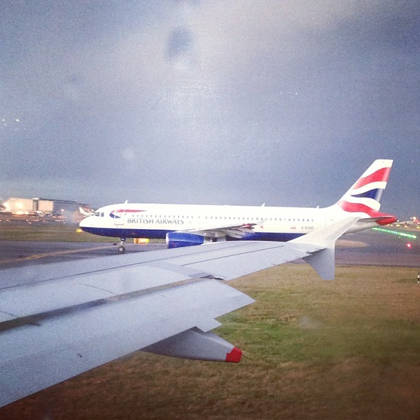 I think this @BritishAirways #plane is trying to race us into the sky. Challenge accepted!