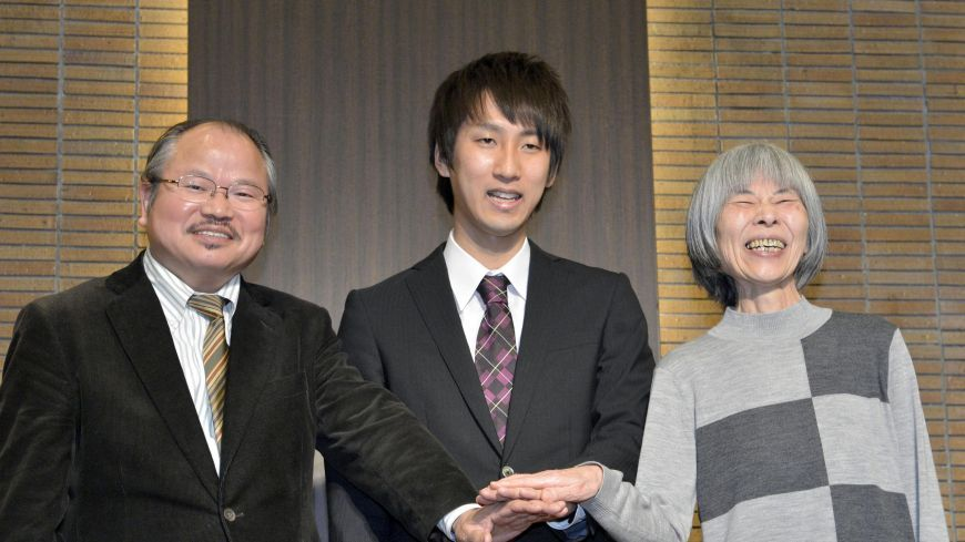 A seventy-five-year old story writer has won Japan's Akutagawa Prize. How's that for a Post-40 Bloomer?