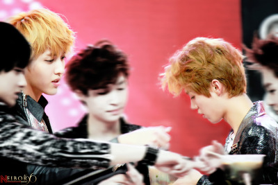neibor56  The way to take care his  lulu simplyly >< Ps. look at Kris eyes Keke><