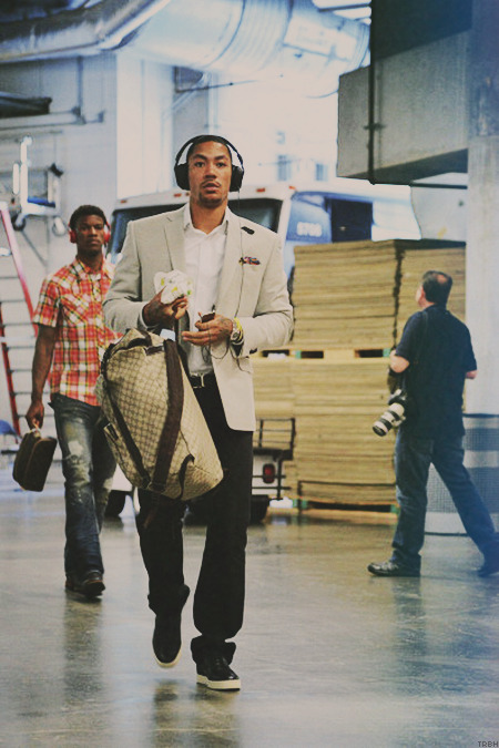 teamrosebeforehoes:  Derrick Rose & Jimmy Butler arriving at tonight's game.