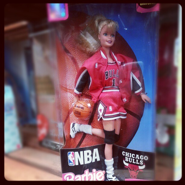 Okay I'm not into collecting Barbies, but I WANT. Why didn't I get one of these when I was younger? ! #Barbie #NBA #Bulls