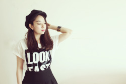 LOOK EAST printed t shirt   www.artfitshop.com