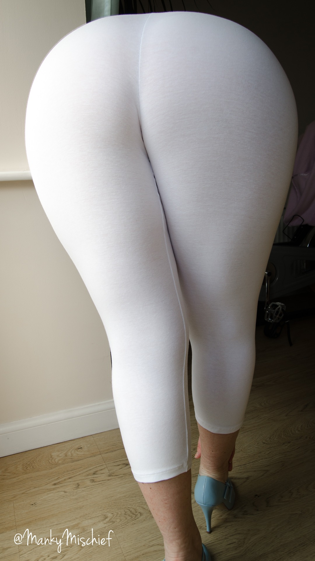mankymischief:  Back to White