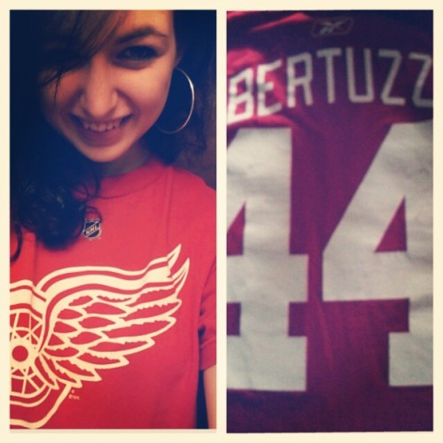 On that shirtuzzi grind. #detroitredwings #toddbertuzzi #shirtuzzi #redwings #hockeytown #love
