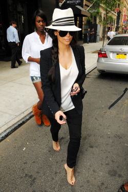 kiss-meyou-fool:   9/26/11: Kim out in New York City.  x