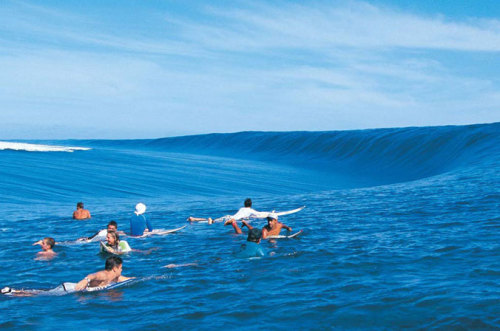 surf4living:  the most perfect wall on earth, teahupoo, tahiti. by joli