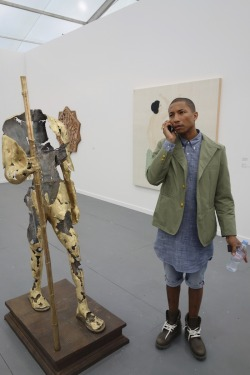 yohjihatesfashion:  which one is the beautiful sculpture? loool can't tell