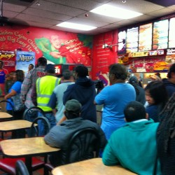 Dang, for real? 😒 #popeyes #longassline #2for99cents #cheapasses #linewrapsaroundtwiceandoutthedoor #chicken #instafood #instamood @r0gerthat