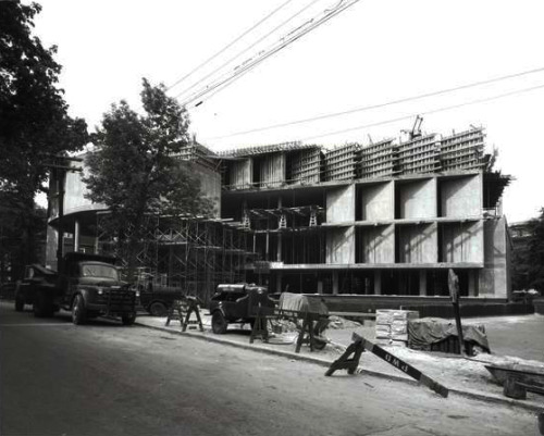 Carpenter Center, Cambridge, Ma, 1963, while in construction Le Corbusier