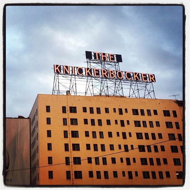 The Knickerbocker - Hollywood - #oldhollywood #neon #oldsigns #signs #hollywood #myhollywoodhood #clouds #la #losangeles #oldbuildings #california #goldenhour  (at Knickerbocker Hotel)