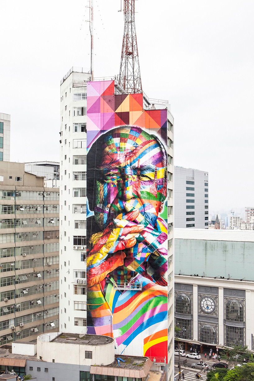 mural tribute to oscar niemeyer in brazil by eduardo kobra Brazilian street artist eduardo kobra has graced the entire side of a skyscraper on the bustling street of paulista avenue in sao paulo with a 52 meter tall polychromatic portrait of renowned brazilian architect oscar niemeyer, who passed away in december of 2012 at the age of 104.