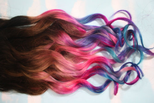 somecatwoman:  Something similar to this will be my next hair color change. I'm not kidding.     Aw that would look pretty. Do it ashwee wee wee