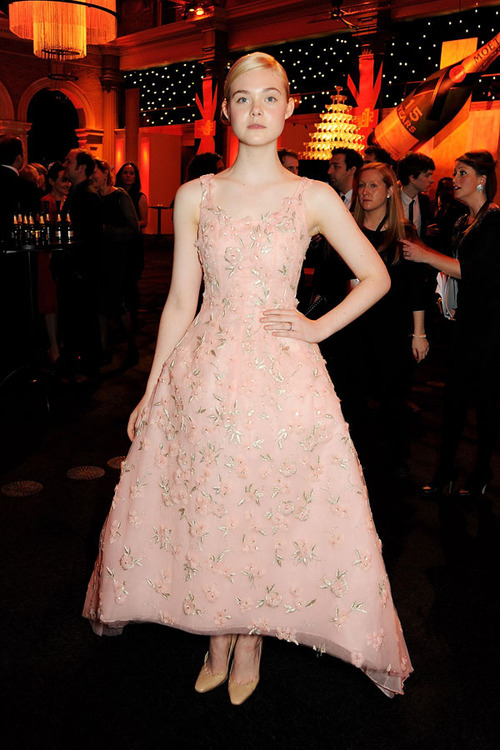 Elle Fanning is one of our best-dressed celebs of the week in a romantic gown by Oscar de la Renta. Check out the rest of the stars who topped our list »