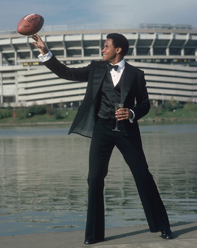 Steelers WR Lynn Swann poses in a tuxedo outside Pittsburgh's Three Rivers Stadium in Nov. 1979. (Heinz Kluetmeier/SI)