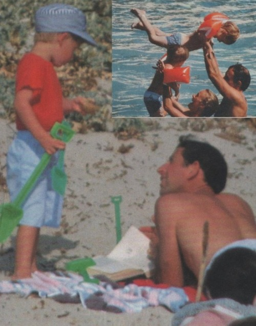 princeharryfanblog:  Having fun on the beach with dad