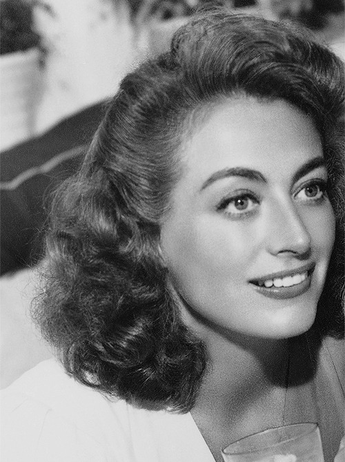 steamboatbilljr:  Joan Crawford, 1945
