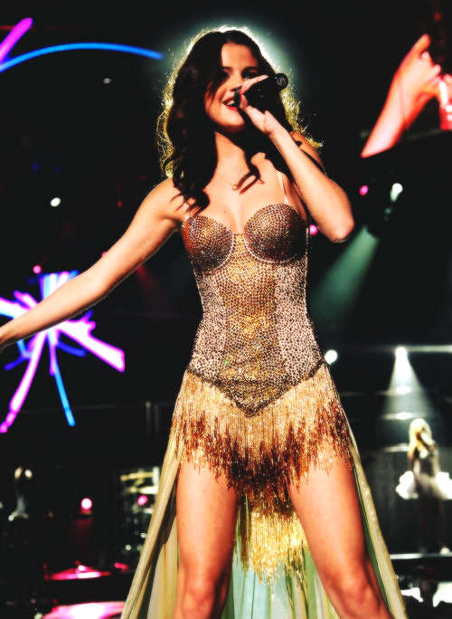 blamegomez:  Selena Gomez we own the night tour 7/∞