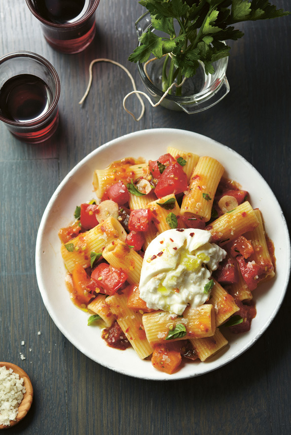 prettypasta:  Fresh Heirloom Tomato Sauce with Burrata