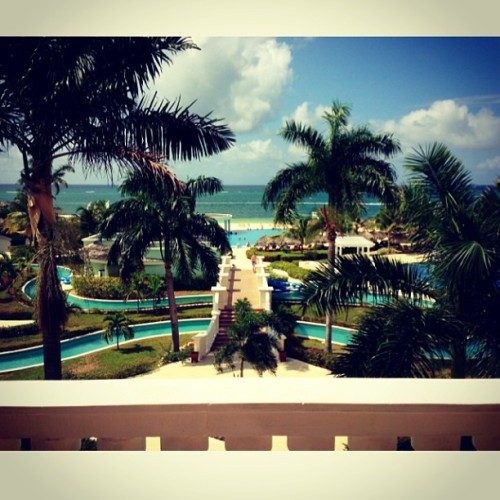 Mess around and landed in paradise. #jamaica #montegobay (at Iberostar Rose Hall Suites)