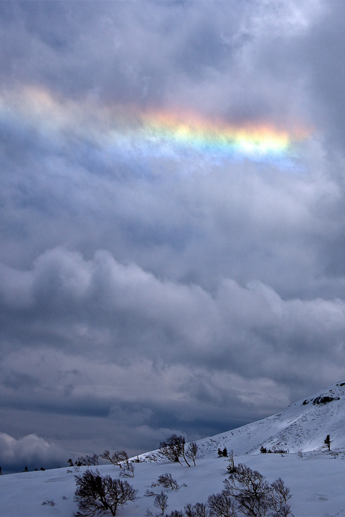 vurtual:  Circumhorizon arc? - Mt. Norikura, Japan (by Yoshia-Y)
