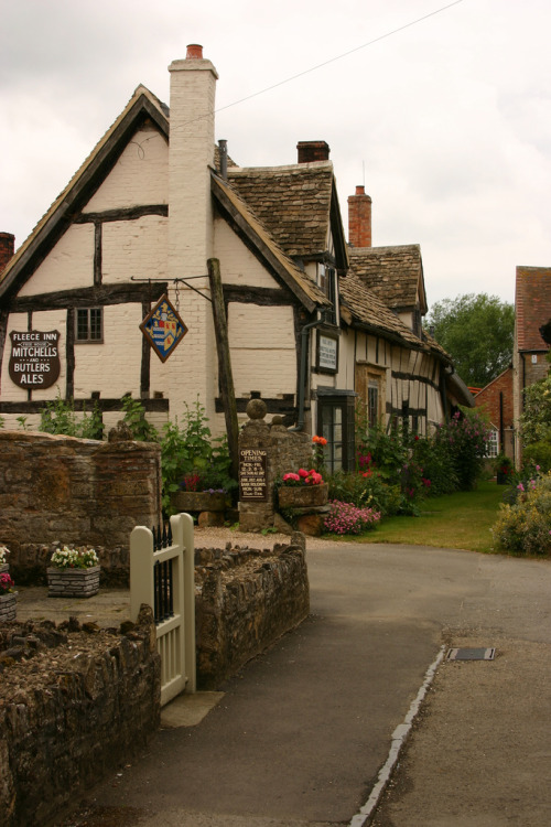 lndnwlkr:  The Fleece Inn, Bretforton, Worcestershire, England (by Jon Whitton)