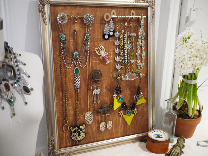 scissorsandthread:  Jewelry Display | Honestly WTF There are lots of different projects out there on the internet, but this is one of the nicest ones I've seen. I love the combination of vintage knobs, hooks and that beautiful frame. Once you add your lovely statement jewelry you've got a piece of art for your bedroom!