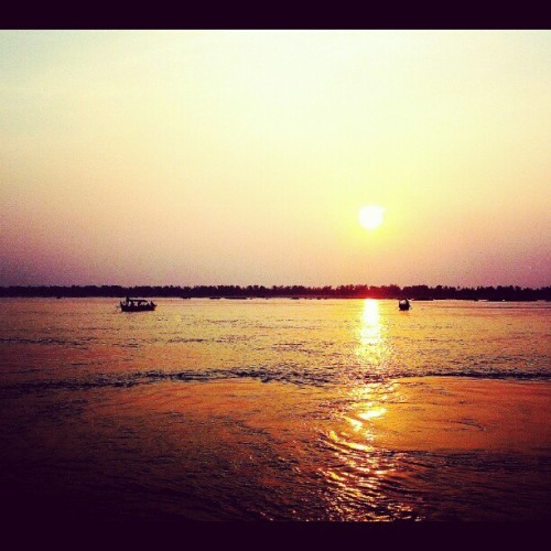 #sunset over the #mekong #river here in #cambodia  . #travel #instatravel #sun #water #mytravelgram #instamood #igdaily #asia