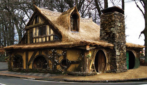 Hobbit House, Matamata, New Zealand photo via larosa