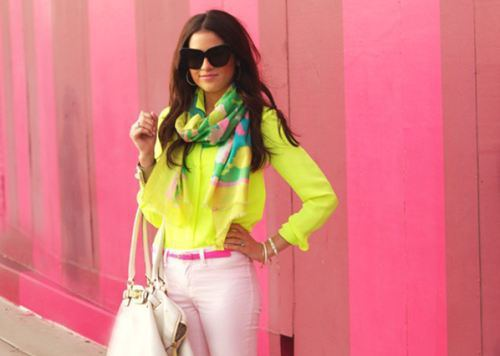 Love the colour combinations, the scarf goes amazingly with the outfit!