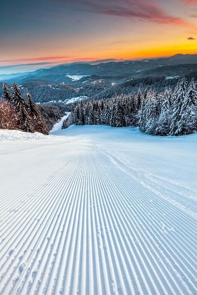 Ski Run by Evgeni Dinev