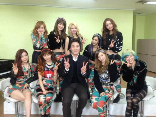 SNSD with KBS staff