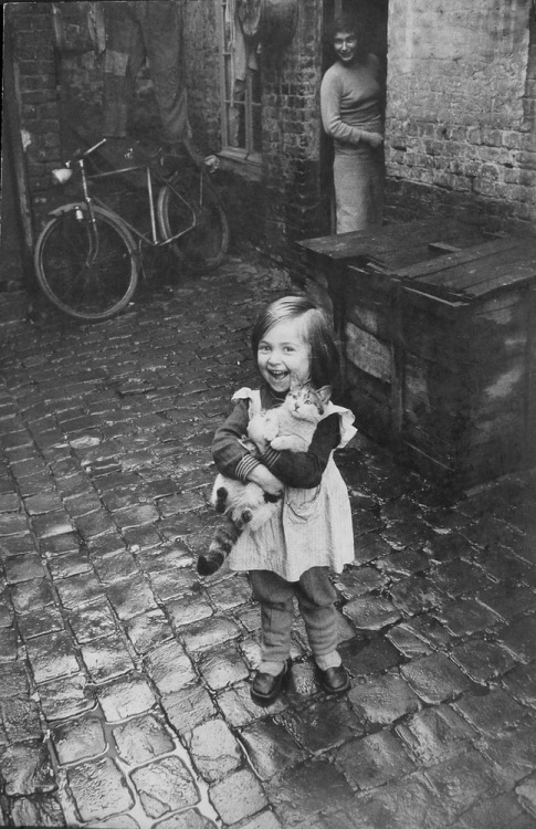 semioticapocalypse:  Jean-Philippe Charbonnier. Girl and Cat, Roubaix, France, 1958-59.  [::SemAp::]