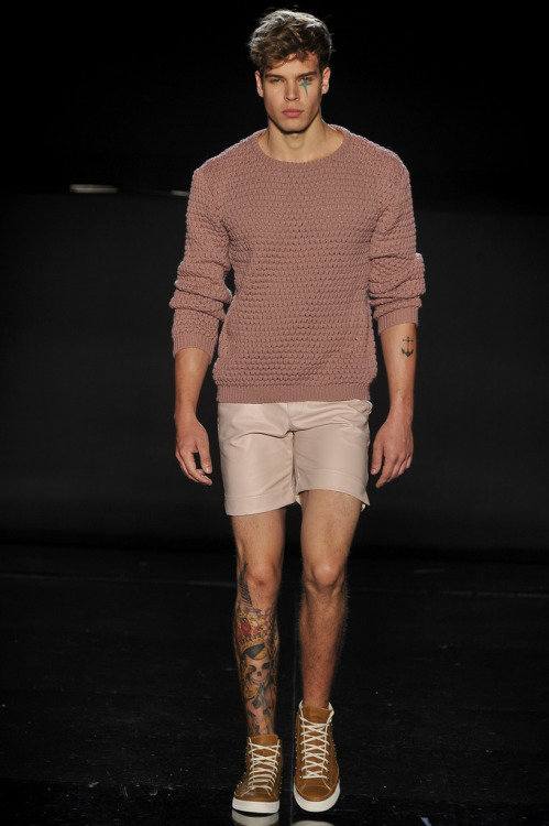 felipedario:  Danilo Costa - Casa de Criadores Inverno 2013 (by namídia)   omg, I want that swea-…the whole damn outfit!!
