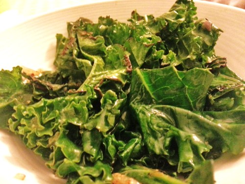 clearly-i-am-alive:  Delicious Sauteed Kale Ingredients: -2 Kale stalks -2 Tbsp sesame oil -2 cloves garlic; minced -Salt and pepper to taste Method: -Remove kale leaves from stems, and chop into medium pieces -Heat olive oil in pan and cook garlic -Add kale and cook until withered, or the consistency that you prefer -Season as desired Enjoy! **For color add some bell peppers!