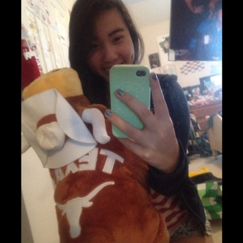 thank you @pollinationx06 for my new longhorn pillow pet :)))) \m/ #hookem #texas #longhorns #pillowpet #yay #latechristmaspresent #futurelonghornhollaaaaa